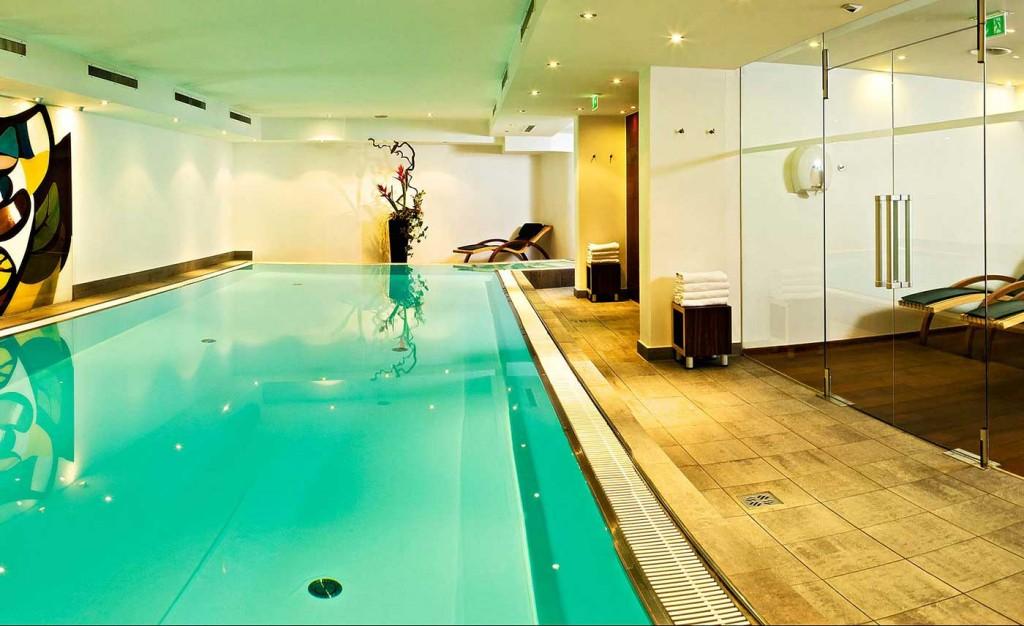 Hotel-Innsbruck-Tirol-Alpen-Wellness-Spa-Behandlungen-Massagen-Beauty-Schwimmbad-Sauna-Panorama-Solarium-Barrierefrei-17